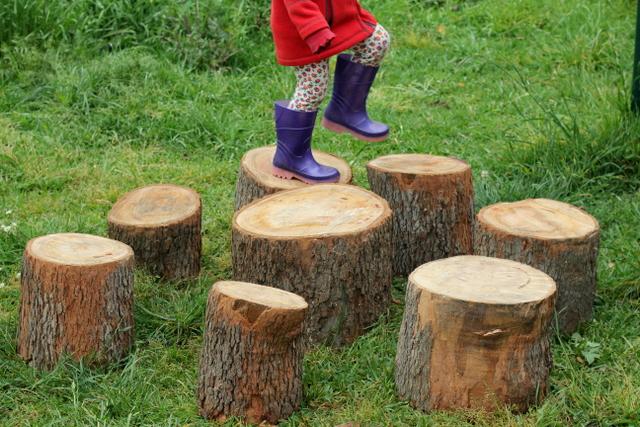 Les risques de jouer dehors : une nécessité pour l'enfant